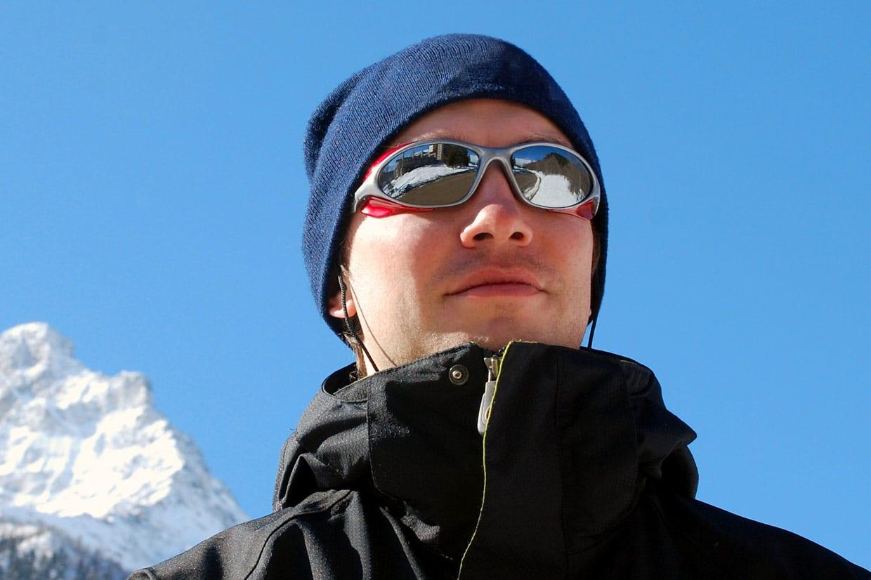 Jon Napster – an 18 year old tourist. © Shutterstock.com/Gargonia